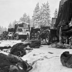 Styczeń 1940. Rozbite sowieckie czołgi na drodze Raate