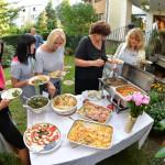 Letnią porą lunchami częstujemy w naszym ogrodzie