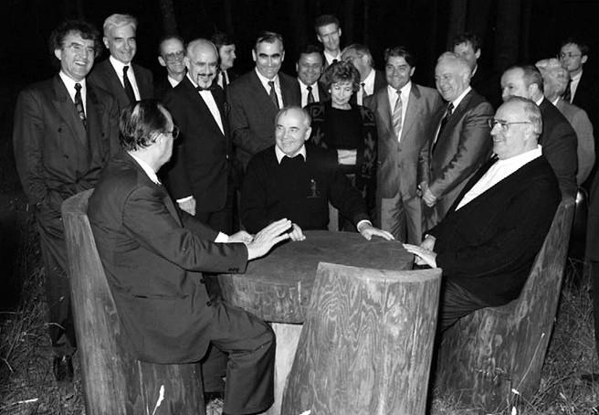 Ilustracja 3. - Spotkanie z Michaiłem Gorbaczowem 09.02.1990