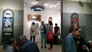 Ludzie w galerii 600