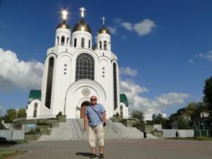 Autor przed cerkwią