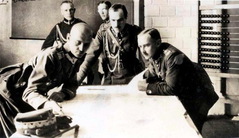 Sztab 5. Armii, 13.08.1920. Pierwszy od lewej gen. Władysław Sikorski