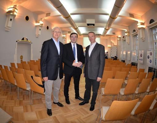 Właściciele firmy JJW: dr inż. Włodzimierz Lewin (z lewej) i dr inż. Jerzy Rudnicki oraz prof. Maciej Małecki - prezes Polskiego Towarzystwa Diabetologicznego (w środku)