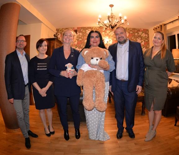 Monika Iskandar w towarzystwie przedstawicieli ICB Pharma