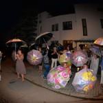 Ulica Hajoty zaanektowana na pokaz parasolkowej autorskiej sztuki