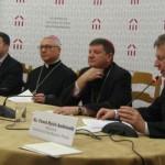 Od lewej: dr Michał Laszczkowski, ks. bp. Artur Miziński, ks. bp. Witalij Skomarowski i rzecznik Konferencji Episkopatu Polski ks. Paweł Rytel-Andrianik